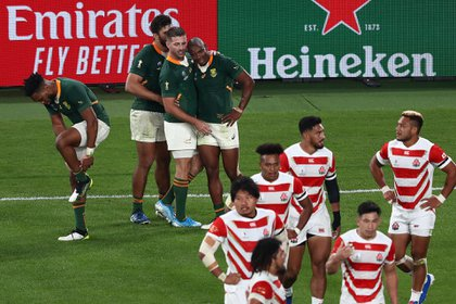South Africa's wing Makazole Mapimpi (C) is congratulated by teammates after scoring a try during the Japan 2019 Rugby World Cup quarter-final match between Japan and South Africa at the Tokyo Stadium in Tokyo on October 20, 2019. (Photo by Behrouz MEHRI / AFP)