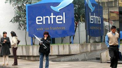 """De acuerdo a una auditoría, la empresa estatal de telecomunicaciones, Entel, perdió unos USD 250 millones entre 2006 y 2019. """"Utilizaban la empresa como una 'caja chica' del MAS (el partido de Evo Morales"""", dijo el ministro de Obras Públicas."""