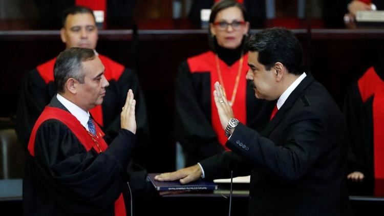 Nicolás Maduro juró su segundo mandato ante Maikel Moreno, presidente del Tribunal Supremo de Justicia