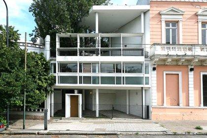 Fachada de la Casa Curutchet en La Plata