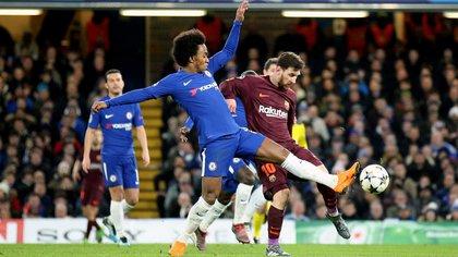 Willian también sabe lo que es enfrentar a Lionel Messi a nivel clubes (Shutterstock)