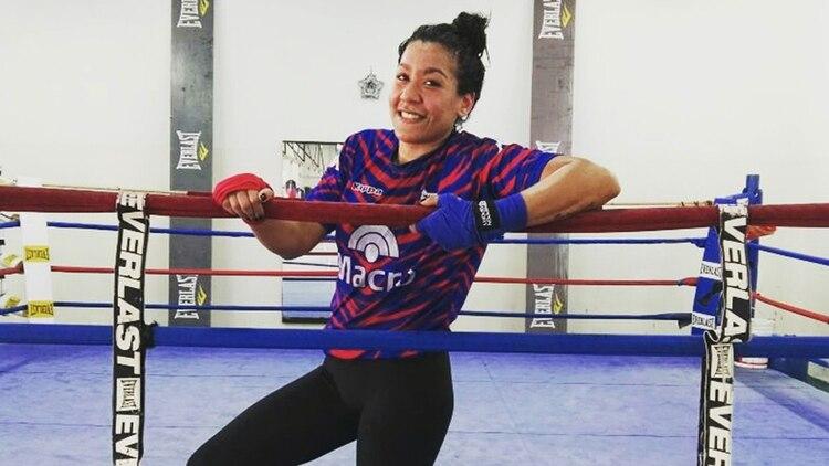 """Erica """"La Pantera"""" Farías recibe tratamiento con medicina hiperbárica luego de las peleas"""