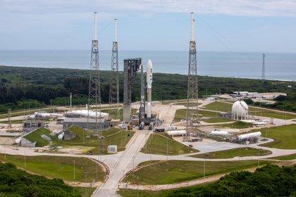 El cohete United Launch Alliance Atlas V llega a la plataforma de lanzamiento del Space Launch Complex 41 con el rover Mars Perseverance de la NASA (NASA/ Ben Smegelsky)