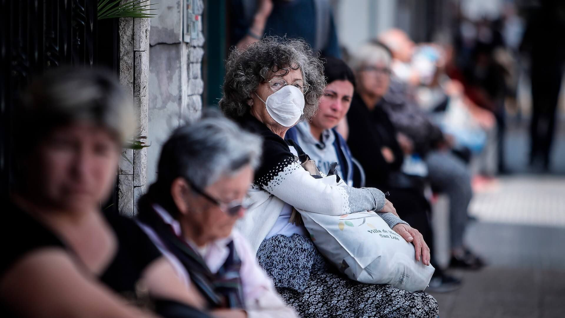 Banco paga la jubilación a domicilio en Argentina ante la pandemia del COVID-19 (1) (1) (1).jpg