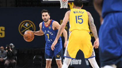DENVER, CO - JANUARY 14: Facundo Campazzo #7 of the Denver Nuggets dribbles the ball during the game against the Golden State Warriors on January 14, 2021 at the Ball Arena in Denver, Colorado. NOTE TO USER: User expressly acknowledges and agrees that, by downloading and/or using this Photograph, user is consenting to the terms and conditions of the Getty Images License Agreement. Mandatory Copyright Notice: Copyright 2021 NBAE   Garrett Ellwood/NBAE via Getty Images/AFP