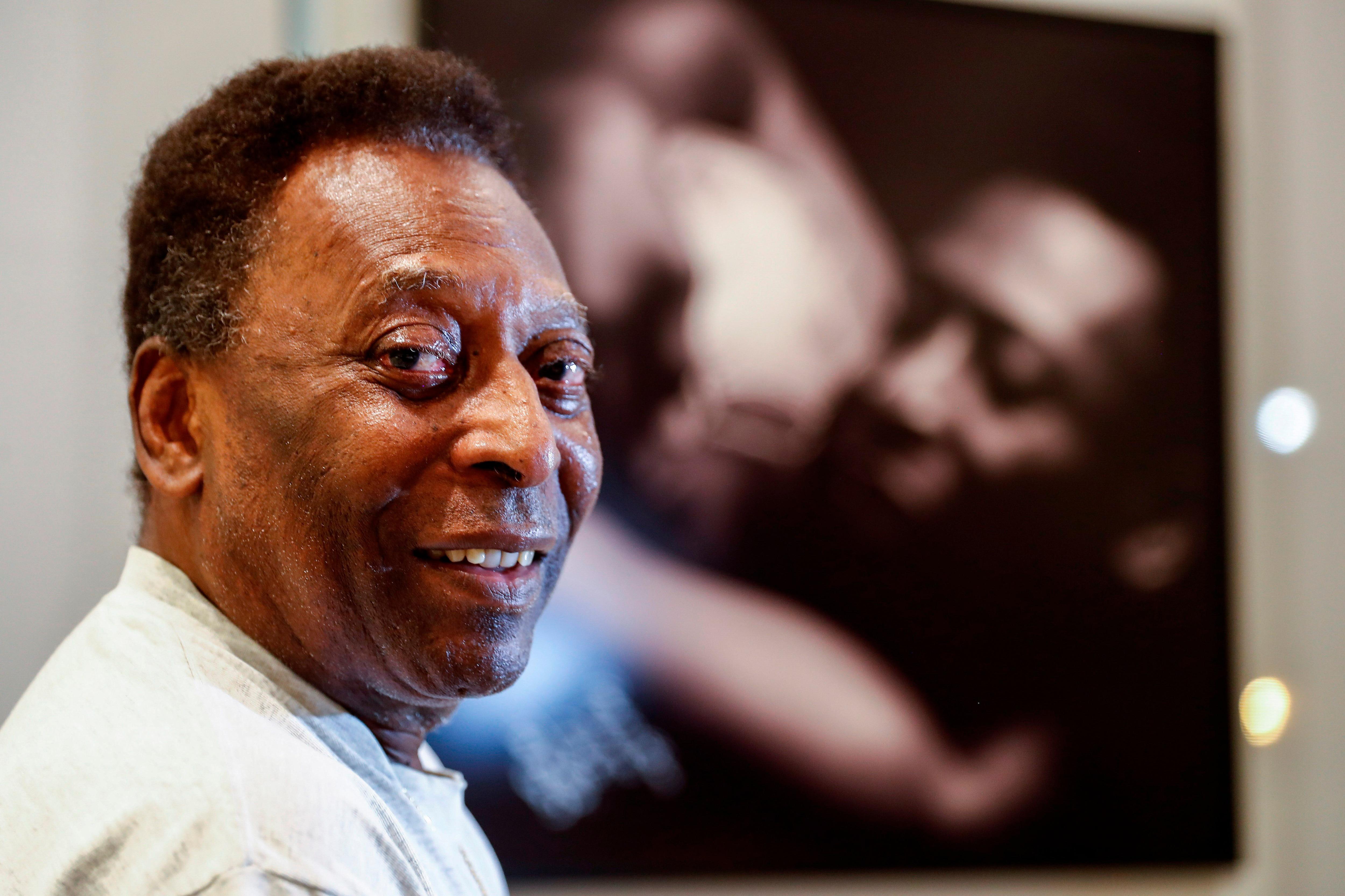 O Rei Pelé, una figura que se llevó todos los laureles en su trayectoria con el Santos, de Brasil (EFE/ Sebastiao Moreira)