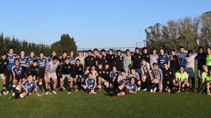 La foto de las futbolistas luego del amistoso ante Sacachispas