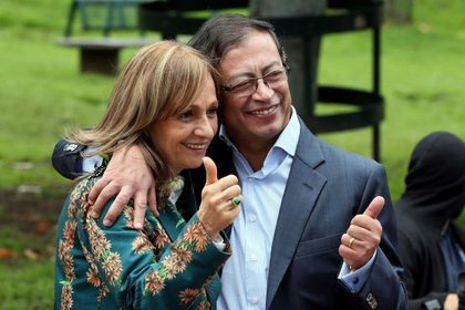 Gustavo Petro y Ángela María Robledo conformaron una candidatura presidencial y vicepresidencial, respectivamente, en las pasadas elecciones. Foto: EFE