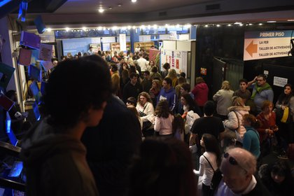 Con un horario extenso, la Feria del Libro de Rosario presenta muchas actividades