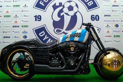 La lujosa moto de Maradona que le regalaron en Bielorrusia