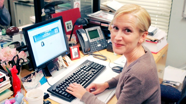 """Angela Kinsey se llevó un objeto muy especial de la comedia """"The Office"""""""