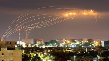 Cómo funciona la Cúpula de Hierro, el poderoso sistema de defensa israelí que intercepta cohetes y misiles