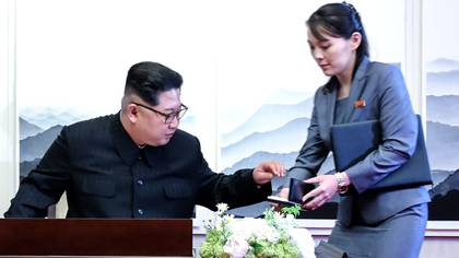 Kim Jong Un junto a su hermana y presunta heredera, Kim Yo Jong (Korea Summit Press/Reuters)