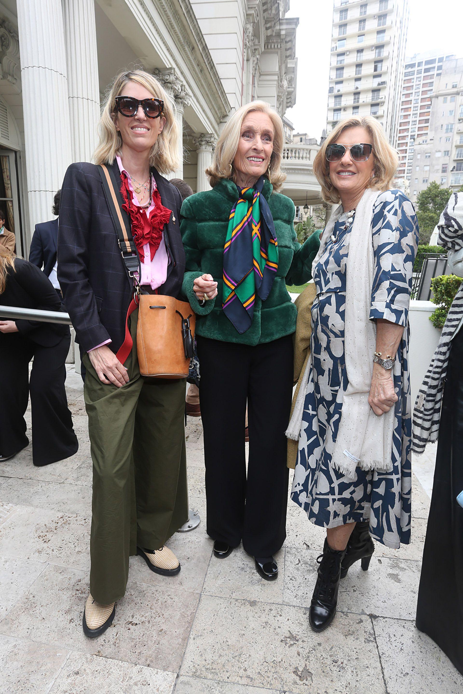 Luisa de Álzaga con su madre, Susana Marino, y Marieta Tassara de Nelson