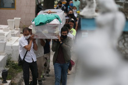 En México se acumularon  912,811 positivos y 90,773 defunciones por COVID-19 (Foto: EFE/Sáshenka Gutiérrez)