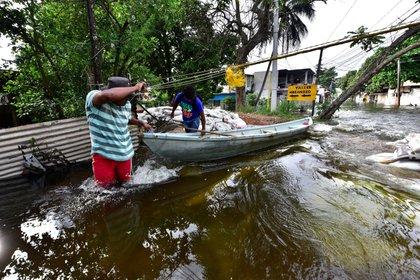 Fotografía de una calle inundada hoy, en Villahermosa, en el estado de Tabasco (México). EFE/Jaime Ávalos