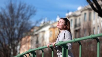 Existen grupos de riesgo, que los más sensibles y quienes deben cuidarse más del sol (Shutterstock)
