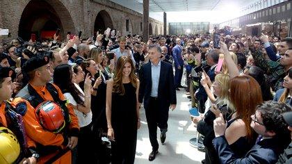 Mauricio Macri junto a su mujer, Juliana Awada, y todos los colaboradores del G20