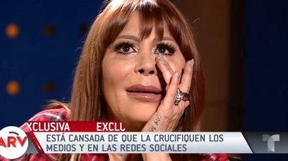 Alejandra Guzmán quiere firmar la pipa de la paz con su hija (Foto: Captura de pantalla Telemundo)