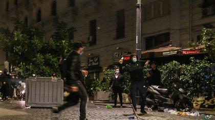 Manifestantes arrojaron piedras y botellas (AFP)