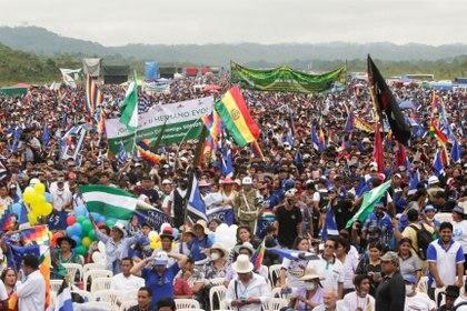 Simpatizantes asisten a una caravana del expresidente boliviano Evo Morales luego de su regreso al país, en Chimore, Bolivia.  REUTERS / Ueslei Marcelino