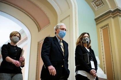El líder de la minoría en el Senado Mitch McConnell. REUTERS/Al Drago