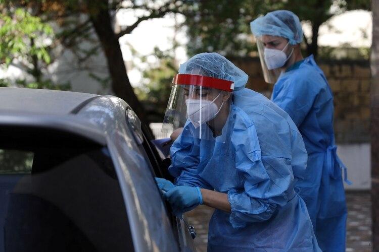 En lugar de demorar horas, como los actuales tests del CDC, DETECTR arroja resultados entre 30 y 45 minutos. (REUTERS/Yiannis Kourtoglou)