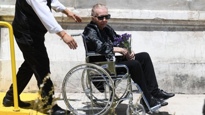 Pinky en el entierro de su hijo Leandro