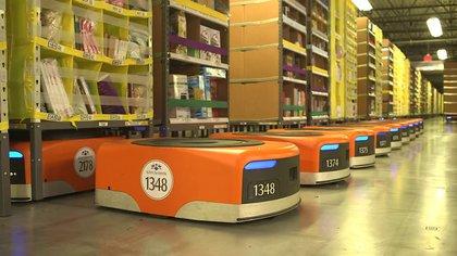 La irrupción de la inteligencia artificial en el mercado de trabajo, como los 100.000 robots que ya trabajan en los depósitos de Amazon, amenaza la existencia de la clase media.