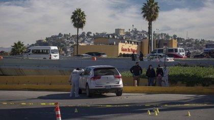 Dos cadáveres fueron encontrados al interior de una camioneta en Tijuana, Baja California (Foto: Cuartoscuro)