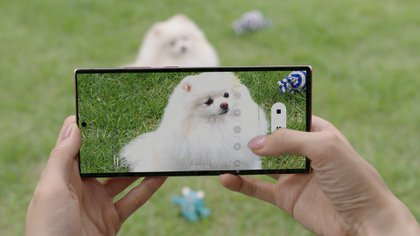 The Galaxy Note20's hybrid optical zoom combines a high-resolution image sensor and a lens.