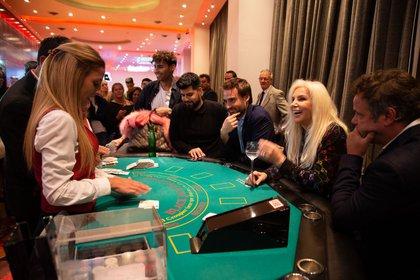 ¡Hagan sus apuestas! Susana Giménez jugó al punto y banca (Fotos y video: Hotel Uthgra Sasso)
