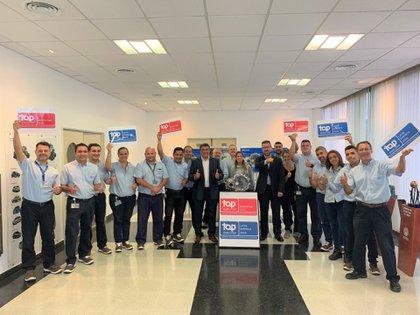 El equipo de recursos humanos del Centro Industrial Córdoba de VWA celebró la certificación de Top Employer