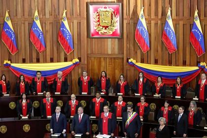 Tribunal Supremo de Justicia de la dictadura chavista, con la presencia de Nicolás Maduro, la presidente del CNE, Tibisay Lucena y Diosdado Cabello