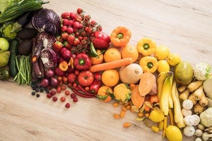 Se recomienda aumentar el consumo de frutas y verduras en la alimentación diaria (Foto: Christin Klose/dpa).