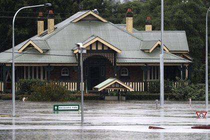 Una casa cubierta por el agua del río Hawkesbury. (AP Photo/Rick Rycroft)