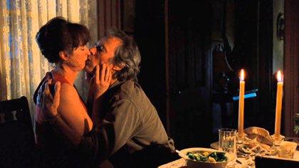"""La película tuvo que sortear un inconveniente más antes de su estreno. La calificaron como R (Restricted). Lo que reducía sensiblemente el posible público. El motivo fue porque en un momento Kincaid dice """"fuck"""", no como insulto, sino en su acepción sexual. Eastwood apeló y triunfó"""