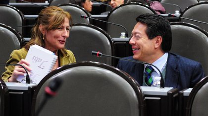 Tatiana Clouthier con Mario Delgado, coordinador de Morena en la Cámara de Diputados. (Foto: Cuartoscuro)