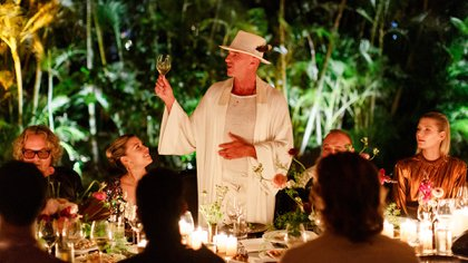 Alan Faena with his guests toasting at the Faena Festival: The Last Supper, the dinner he made in 2019 at the hotel that bears his surname located on the mythical Collins Avenue (Photos by Benjamin Lozovsky and David Prutting for BFA)