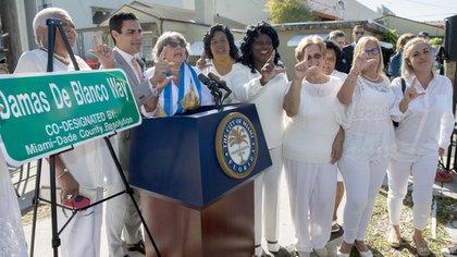 Las Damas de Blanco suspendieron su actividad este domingo y la posta fue tomada por sus correligionarias en Miami (EFE)