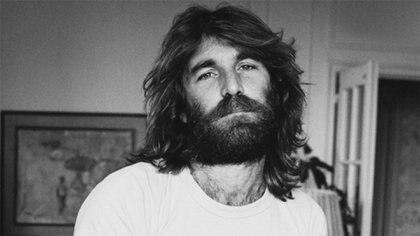 """Dennis Wilson, baterista de The Beach Boys y amigo de Charles Manson. Dejó de frecuentarlo luego de verlo asesinar a un """"negro"""", como le contó a Mike Love"""