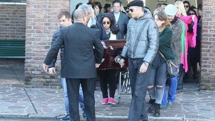 Los hijos de Di Domenico en el último adiós al diseñador
