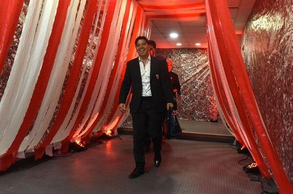La imagen de Gallardo en su ingreso al vestuario de La Bombonera que River ocupó en en el último Superclásico