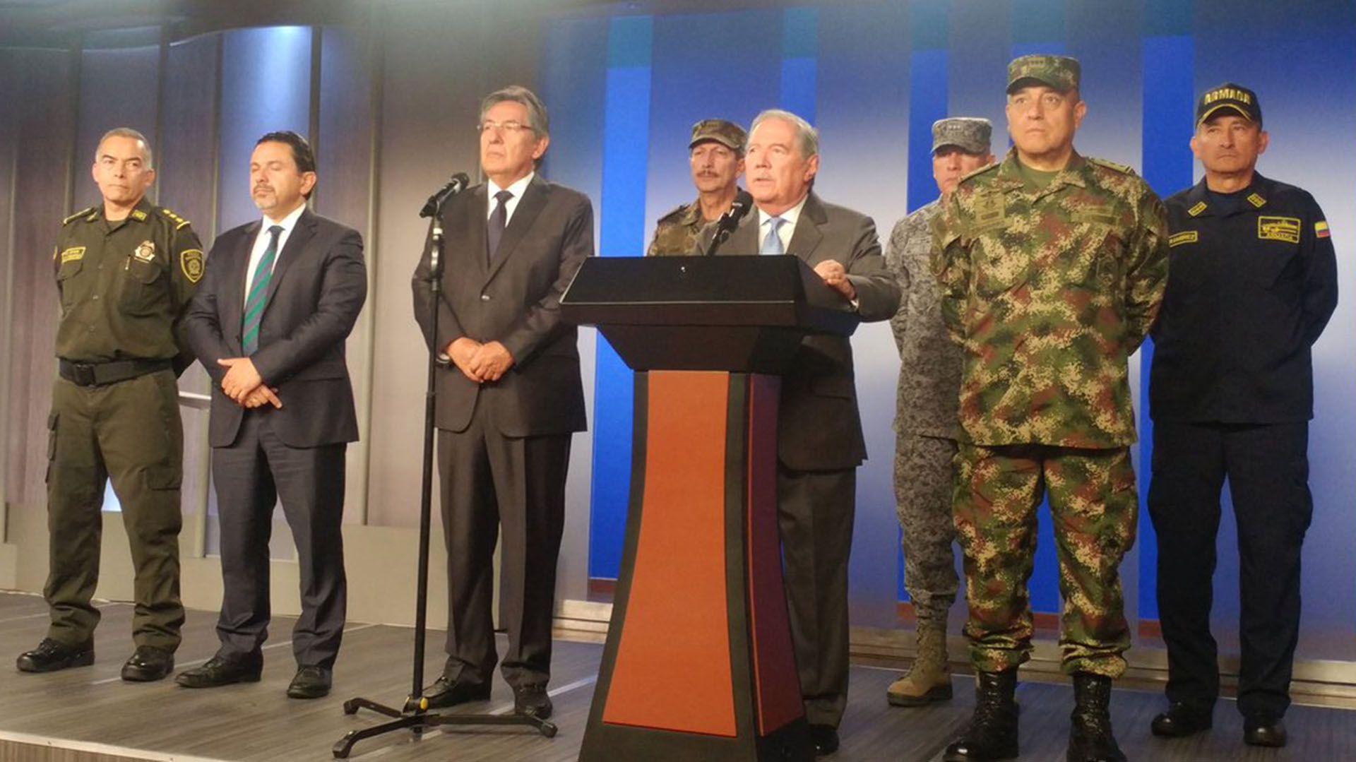 El ministro de Defensa de Colombia, Guillermo Botero, en conferencia de prensa (@mindefensa)