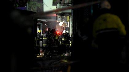 En el trágico episodio perdieron la vida dos bomberos y otros seis debieron ser hospitalizados (Nicolás Stulberg)