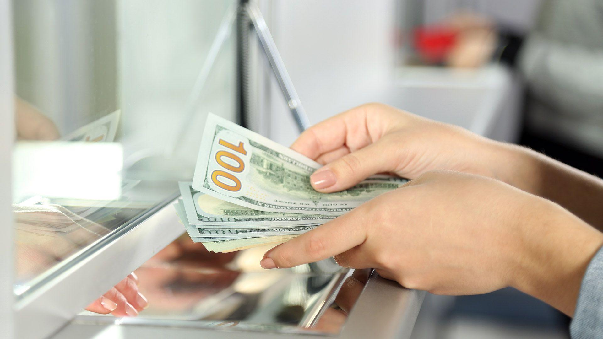 Si se supera el límite de USD 10.000mensuales se debe solicitar autorización