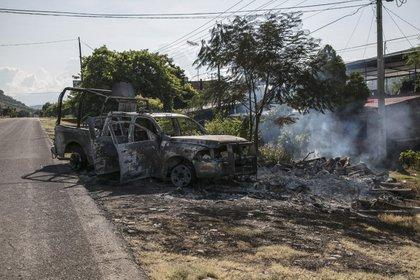 El ataque a Policías Estatales de Michoacán dejó 13 muertos. De acuerdo con los sobrevivientes y narcomantas dejadas en el lugar, se trató de una emboscada por miembros del CJNG  (Foto: JUAN JOSÉ ESTARADA SERAFÍN /CUARTOSCURO)