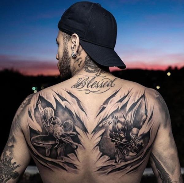 Neymar se tatuó a Spiderman y Batman, sus superhéroes favoritos