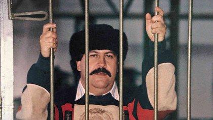 La única foto que se tiene de Pablo Escobar, cabecilla del Cártel de Medellín, durante su reclusión en la cárcel La Catedral, de Envigado, que él mismo construyó