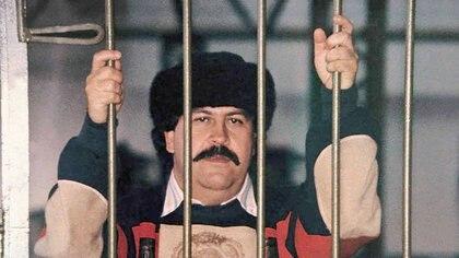 La única foto que se tiene de Pablo Escobar, cabecilla del Cartel de Medellín, durante su reclusión en la lujosa cárcel La Catedral, de Envigado.